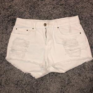 BILLABONG white town shorts!